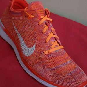 Women's Nike Free Flyknit 5.0 TR Size 9.5